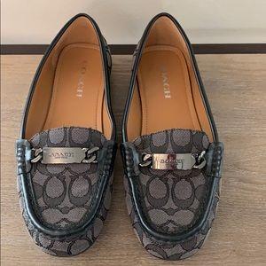 COACH! Like new! Beautiful Loafers.